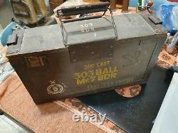 Vieille Boîte Britannique De Munitions D'armée Avec Le Timbre De Idf